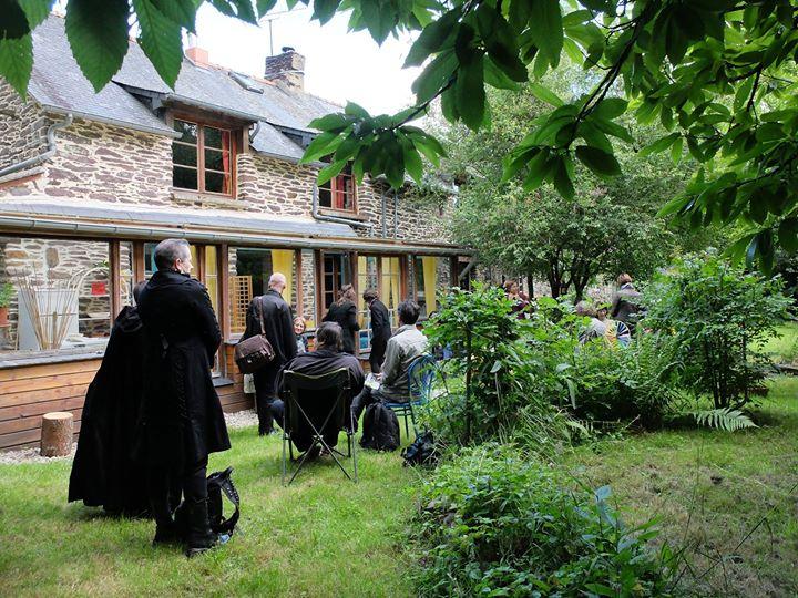 Et le samedi soir du 2 juillet, lecture-pique-nique avec la poète Lou Raoul dans…