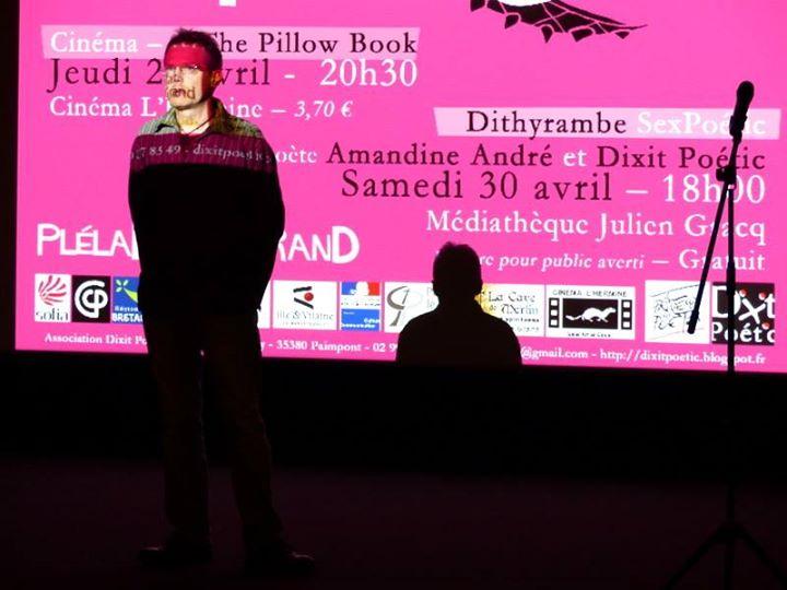 Quelques photos de la soirée cinéma à L'Hermine : lectures en amont de poèmes…